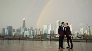 Chase Vedrode and his husb和, Jason, on their wedding day.